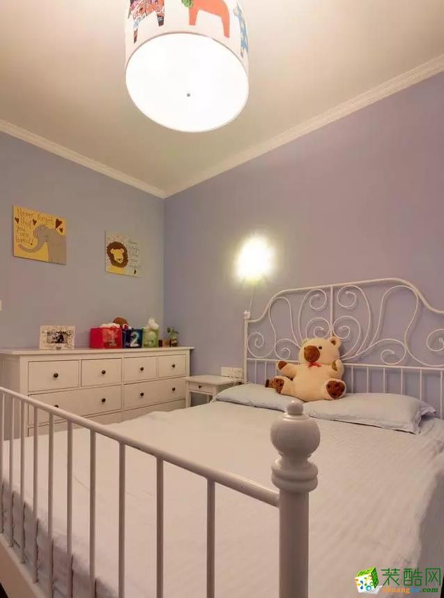 儿童房温馨又简约。