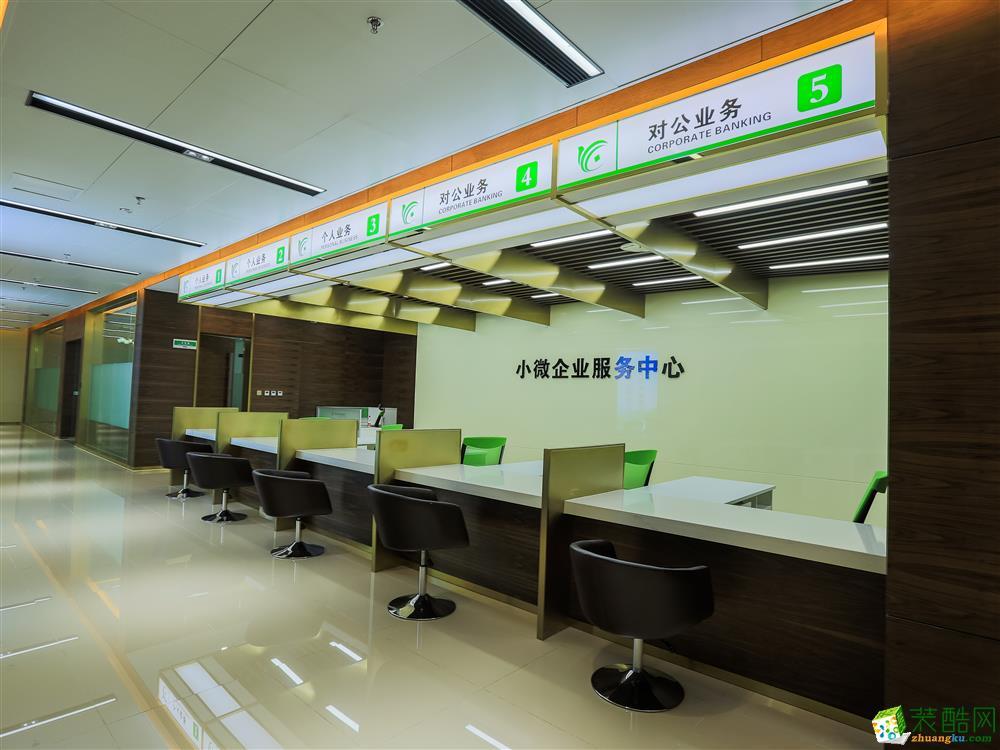>> 成都办公室装修-2800平米银行装修案例装修效果图