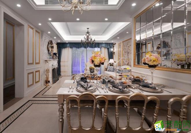 空间类型:欧式风格 两室两厅两卫 房屋面积:120 装修方式:全包 工程造价:15万 客厅看起来有很大气的感觉,特别是毛毯和沙发的搭配,餐厅也是有很奢华的样子,还是很隆重的,卧室都是使用的木质地板,贴了墙纸的。
