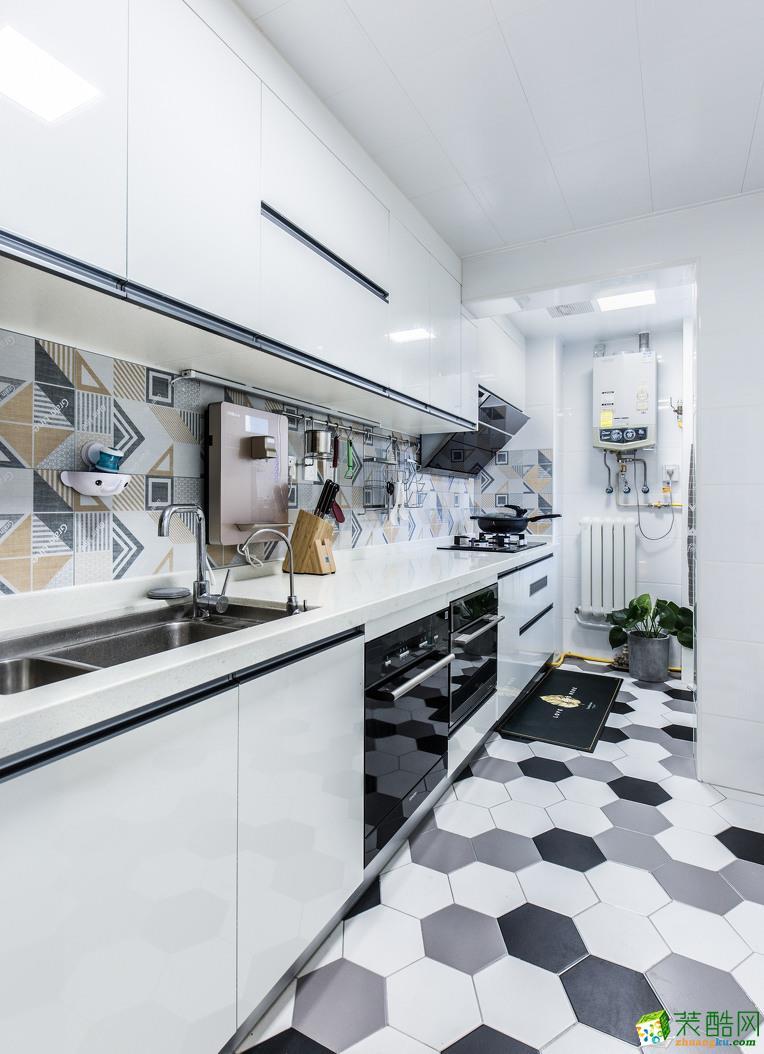 地面六角砖墙面花砖都使厨房充满生机,同时也使烹饪成为了一件充满乐趣的事。