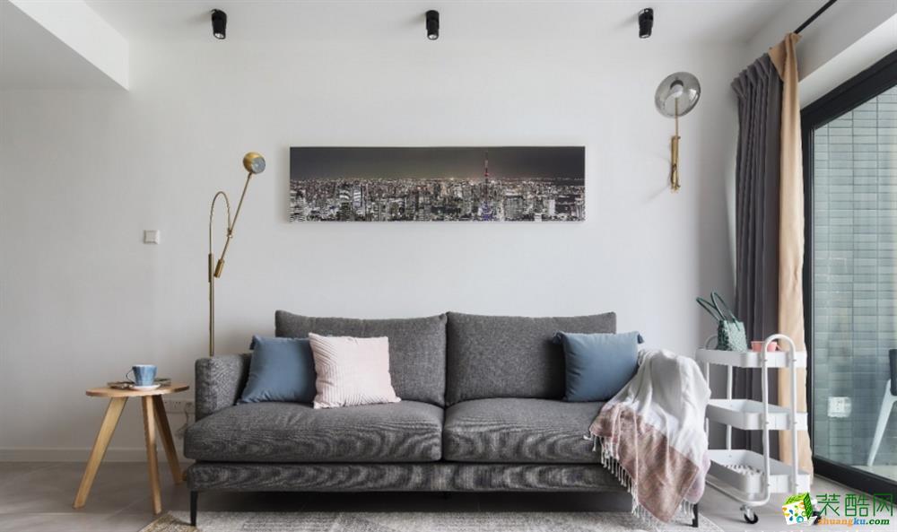 沙发后面的装饰画,是业主摄影作品定制而成,非常有意义。沙发侧面设置小推车,非常的方便,可以收纳小零食,书报等等。