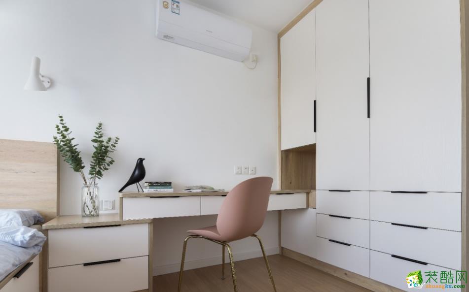 整体搭配以原木色+白色,营造整体性。