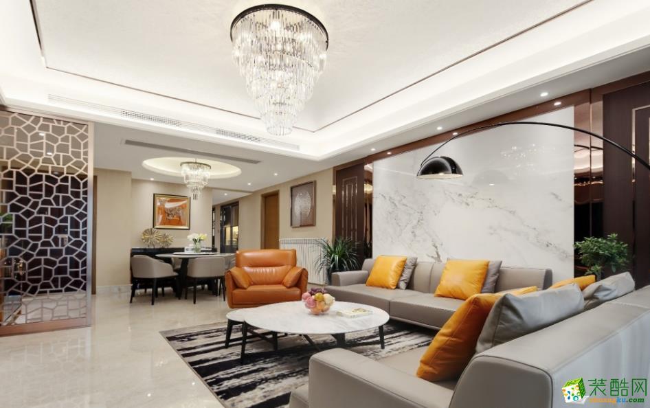 棕黄色单人沙发的选择让空间色彩更加跳跃。与抱枕色彩相互呼应,整体和谐而统一。