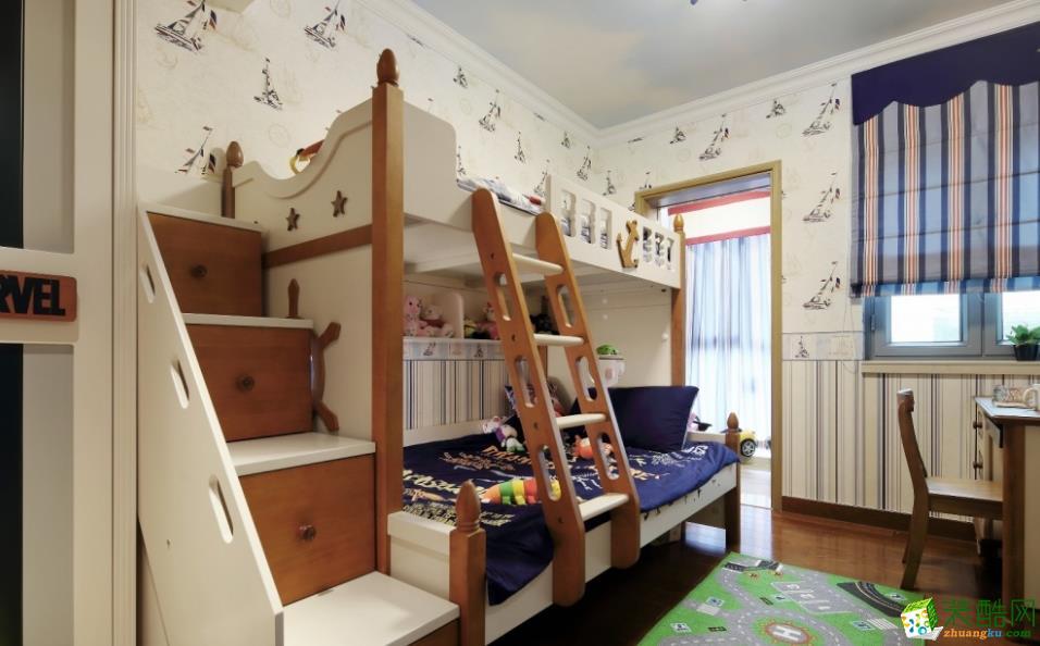 儿童房以白色为基调,中性色加以点缀,活泼之余也显轻松自在。