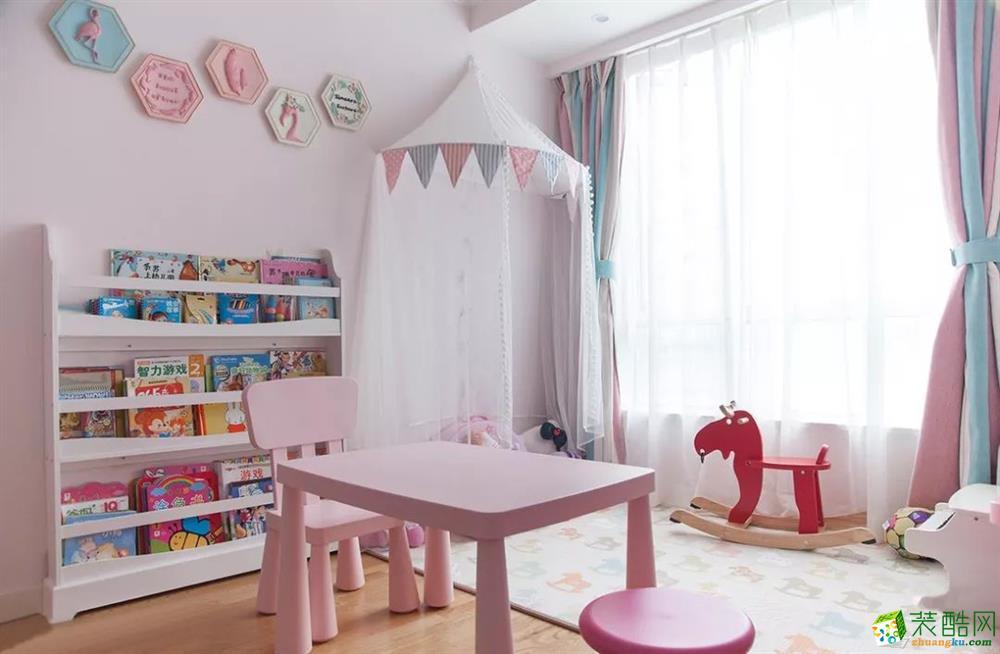 兒童房 這是一套美式風格的裝修案例,110㎡氣質美式3室2廳,輕盈優雅的暖心之家,摒棄了傳統美式的繁瑣和豪華,以舒適為前提,營造出一個現代、自然、雅致的空間氛圍。希望這套裝修案例能給準備裝修的大家帶來一些靈感。 武漢110㎡全包裝修多少錢?