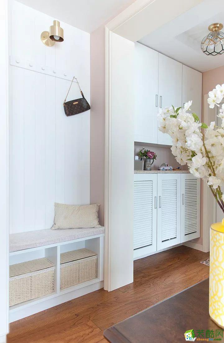 衣柜 這是一套美式風格的裝修案例,110㎡氣質美式3室2廳,輕盈優雅的暖心之家,摒棄了傳統美式的繁瑣和豪華,以舒適為前提,營造出一個現代、自然、雅致的空間氛圍。希望這套裝修案例能給準備裝修的大家帶來一些靈感。 武漢110㎡全包裝修多少錢?