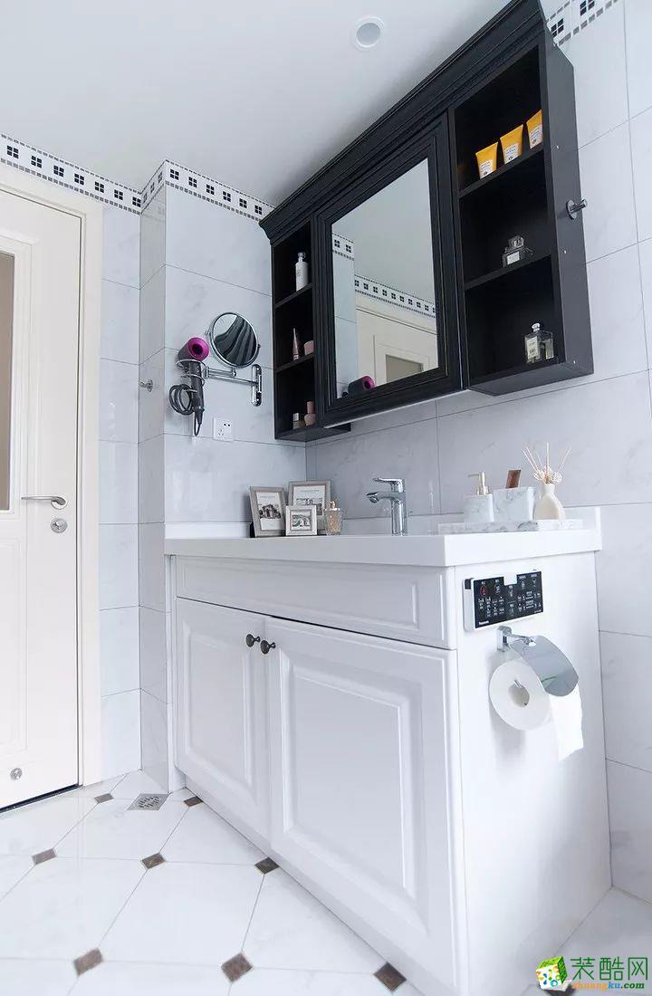 衛浴 這是一套美式風格的裝修案例,110㎡氣質美式3室2廳,輕盈優雅的暖心之家,摒棄了傳統美式的繁瑣和豪華,以舒適為前提,營造出一個現代、自然、雅致的空間氛圍。希望這套裝修案例能給準備裝修的大家帶來一些靈感。 武漢110㎡全包裝修多少錢?