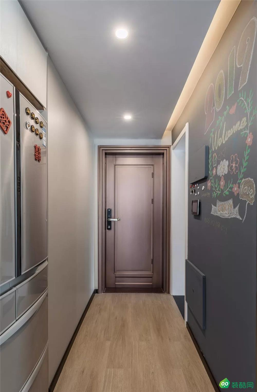 96㎡现代简约,玄关旁做个走廊+卫生间,布局真实用