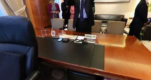 李嘉诚办公室摆设风水大揭秘,老板们赶紧学起来
