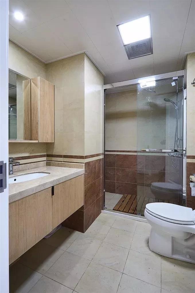 龙发 你家的卫生间墙面有腰线没?