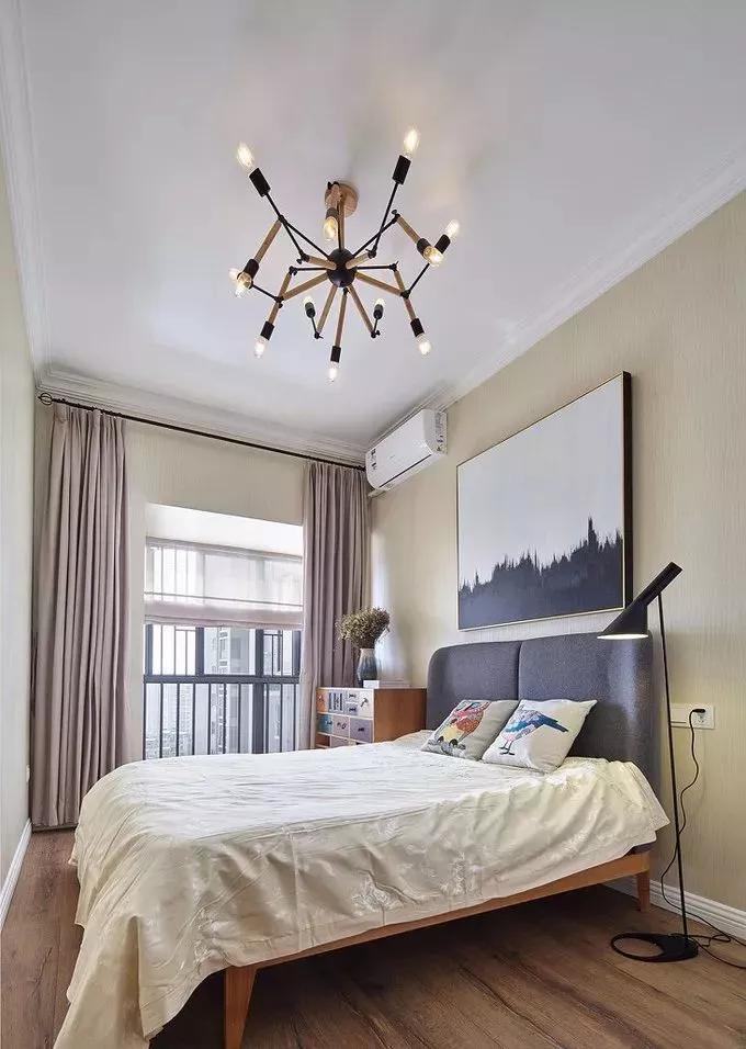 一,客厅天花装石膏线 客厅如果不装中央空调,不吊顶也是可以的,装上