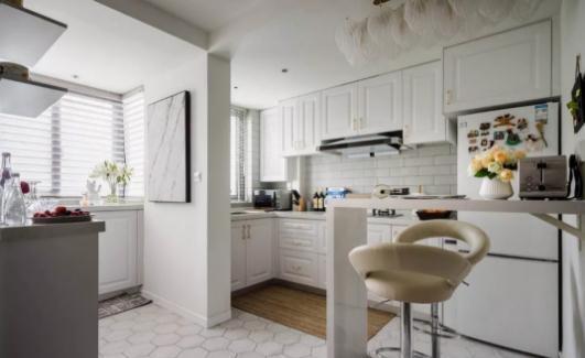 颜值爆表的l型西厨吧台设计,纯净视觉,简洁实用.