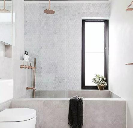 卫生间到底装浴缸还是淋浴房?装修选对才不后悔