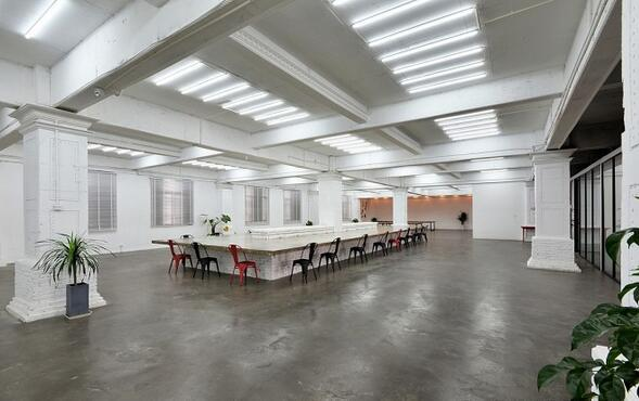 1000平办公室装修多少钱?45万让老厂房变身时尚办公室