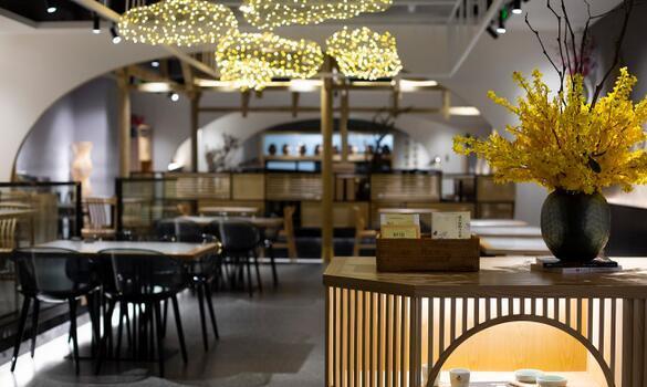 70万打造实木中档酸菜鱼餐厅